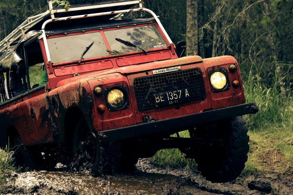 Offroad terepjáró vezetés: teszteld le a Land Rover Defender erejét!